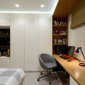 Рабочий стол в интерьере спальни