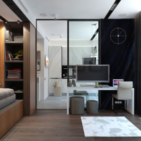Современная спальня с панорамным окном