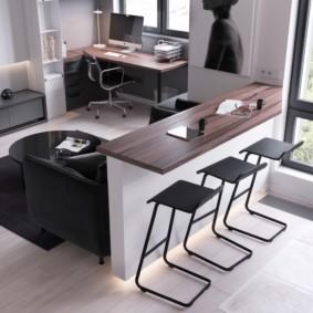 Рабочий кабинет на балконе кухни