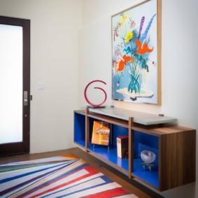 Подвесная тумба на стене комнаты в стиле поп арт
