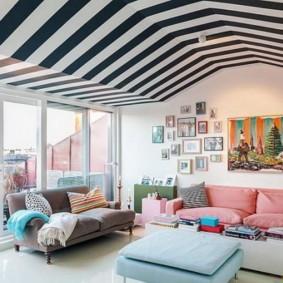 Полосатый потолок интересной формы