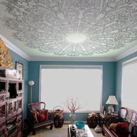 Натяжной потолок с красивым рисунком