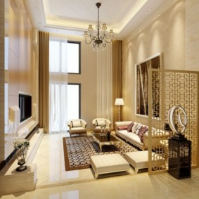 Дизайн зала с высоким потолком