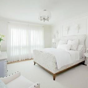 Белоснежный интерьер современной спальни