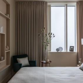 Простое оформление интерьера маленькой спальни