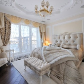Классическая мебель в спальной комнате