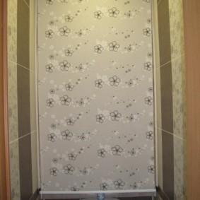 Цветочный рисунок на полотне рулонной шторы