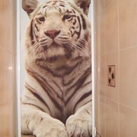 Рулонная штора с фотопечатью в туалете