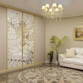 Современный зал с практичной мебелью
