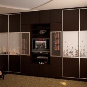 Темные фасады стенки для гостиной