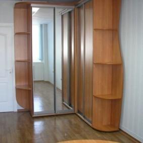 Шкаф с открытыми угловыми секциями