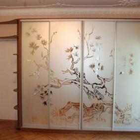 Шкаф-купе для зала в современном стиле