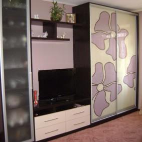 Матовое стекло на узкой дверце