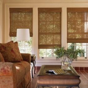 Бамбуковые шторы на узких окнах