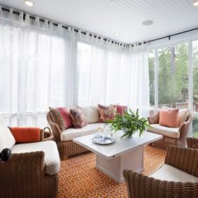 Реечный потолок в гостиной частного дома