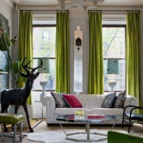 Зеленые занавески из дорогой ткани