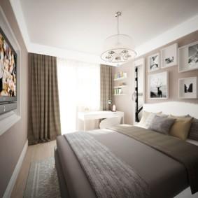 Фотографии над изголовьем кровати в квартире