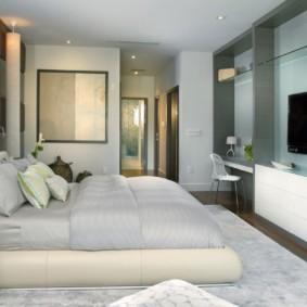 Место на стене для телевизора в спальне