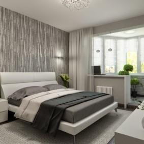 Широкая кровать молодых супругов