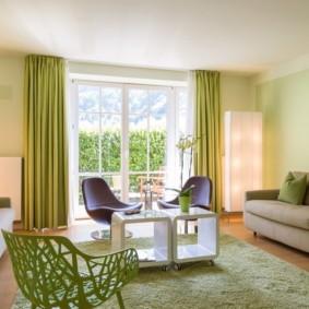 Акценты зеленого цвета в интерьере гостиной