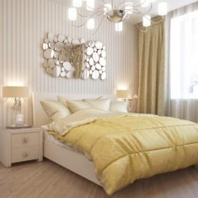Зеркальное панно над изголовьем кровати