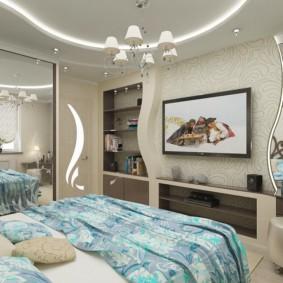 Дизайн спальни с зеркальным шкафом напротив окна