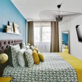 Узкая спальня в двухкомнатной квартире