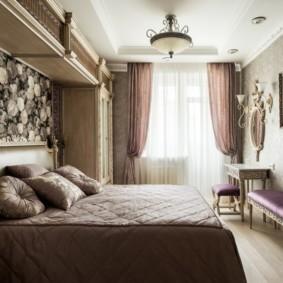 Спальня в классическом стиле с телевизором в рамке