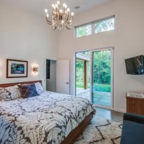 Угловая спальня в загородном доме