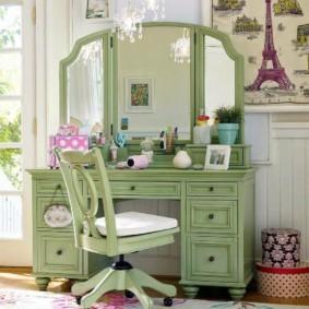 Трельяж для спальни светло-зеленого цвета