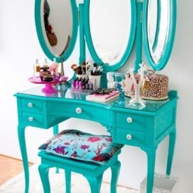 Бирюзовое трюмо с тремя зеркалами