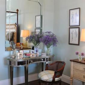 Модный столик для макияжа в спальне