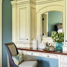 Деревянная столешница туалетного столика