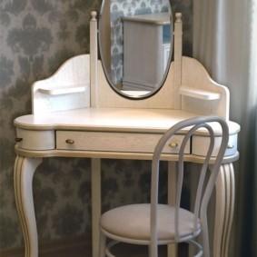 Угловая модель туалетного столика