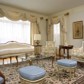 Зона отдыха в классической гостиной