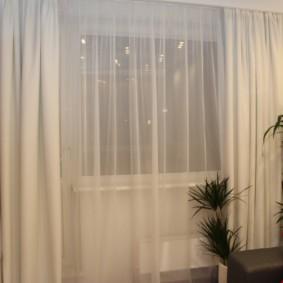 Светлые шторы из синтетической ткани