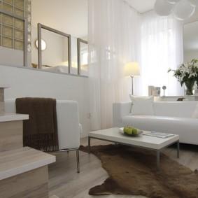 Зонирование комнаты белым тюлем