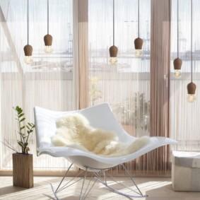 Нитяные шторы в зале современного стиля