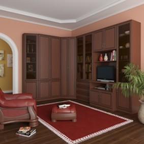 Бардовый коврик с белой окантовкой