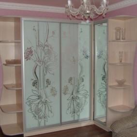 Пескоструйный рисунок на дверцах шкафа