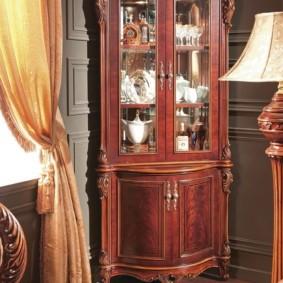 Деревянный шкаф-витрина для зала