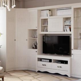 Белый шкаф в наборе мебели для зала