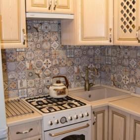 Плитка пэчворк на кухонном фартуке