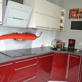 Стеклянный фартук с фотопечатью в современной кухне