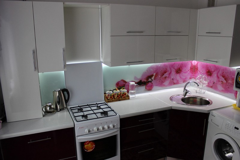 угловые кухни с раковиной в углу фото включает