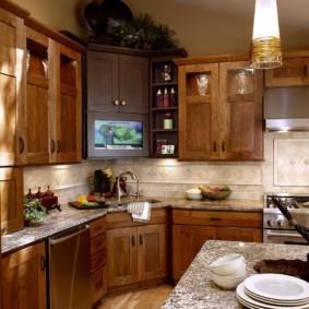 Деревянные фасады на кухонном гарнитуре