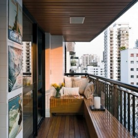 Металлические перила на балконе без окон