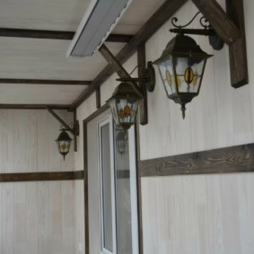 Садовые фонарики для освещения балкона