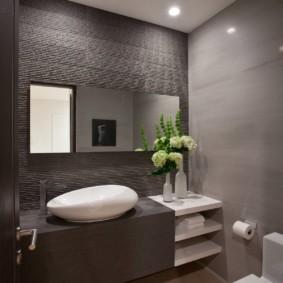 Небольшая ванная в квартире кирпичного дома