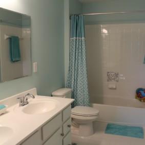 Тканевая занавеска в интерьере ванной